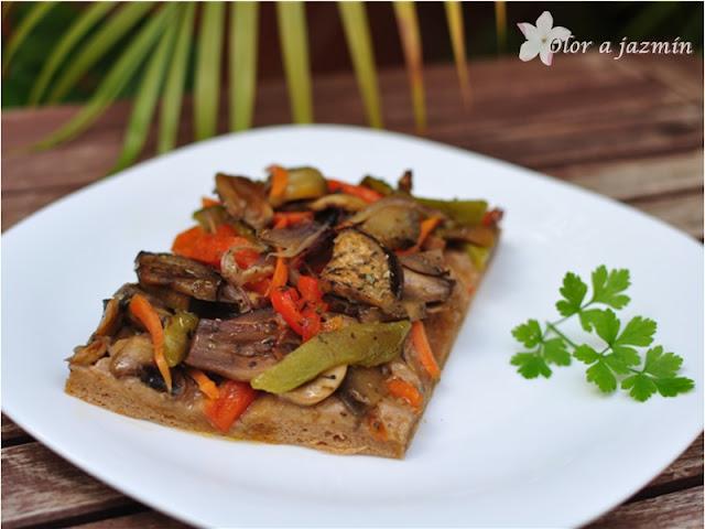 Coca de verduras con masa integral de espelta