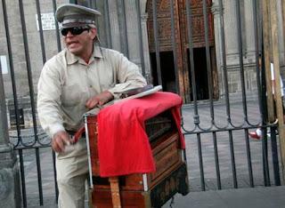 Audiovisaules en diegosax partituras El organillero. Fotografía para ciegos y débiles visuales de Ojos que Sienten. Por Alberto Loranca y Chico Sánchez