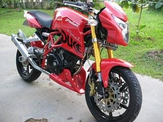 Modifikasi Bajaj Pulsar Ala Ducati Monster.jpg