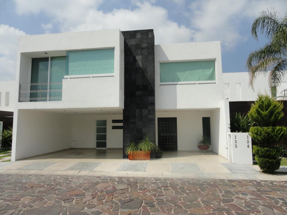 Casas en venta y departamentos casa muestra hecha a for Fachadas de casas modernas en queretaro