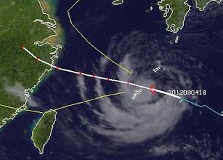 Tropischer Sturm HAIKUI bei Okinawa zieht nach Schanghai,Haikui, aktuell, Japan, China, Taifunsaison 2012, August, 2012, Satellitenbild Satellitenbilder, Vorhersage Forecast Prognose,