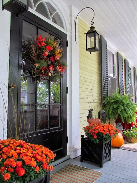 Antique homes and lifestyle fall porch decorating ideas for Fall patio decorating ideas