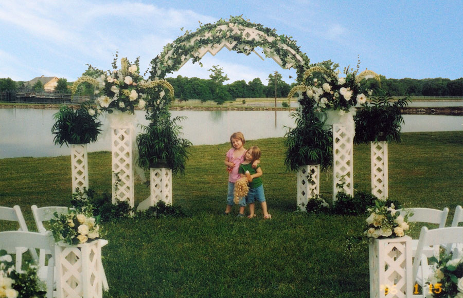 Wedding pictures wedding photos amazing outdoor wedding for Outdoor wedding decorating ideas