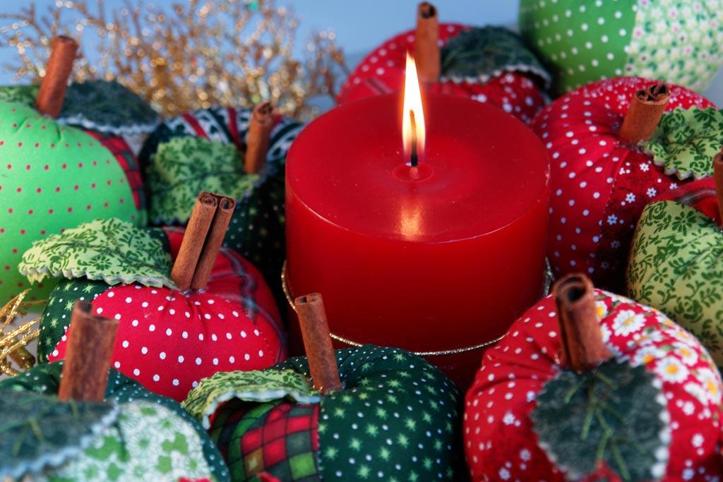 lampadas para decoracao natalina:aqui temos uma ótima sugestão,esses enfeites são lâmpadas