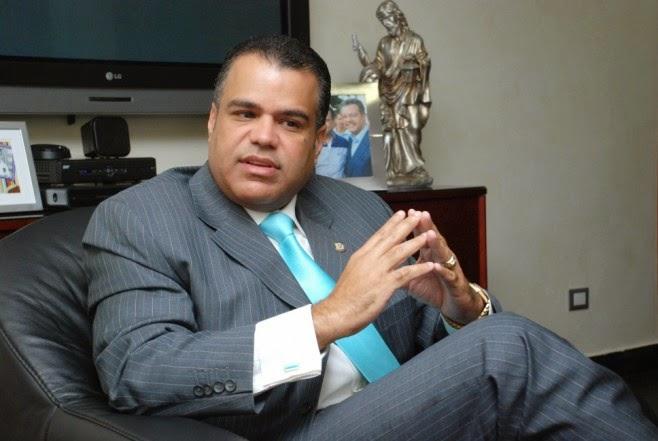 Senador Galán califica de acción vandálica de haitianos  de incendiar la bandera dominicana en Puerto Príncipe