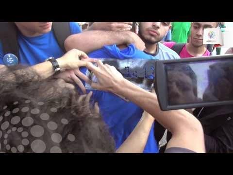 بالفيديو : فتاة تضرب متحرش علقة ساخنة فى الشارع بعد ان تحرش بها