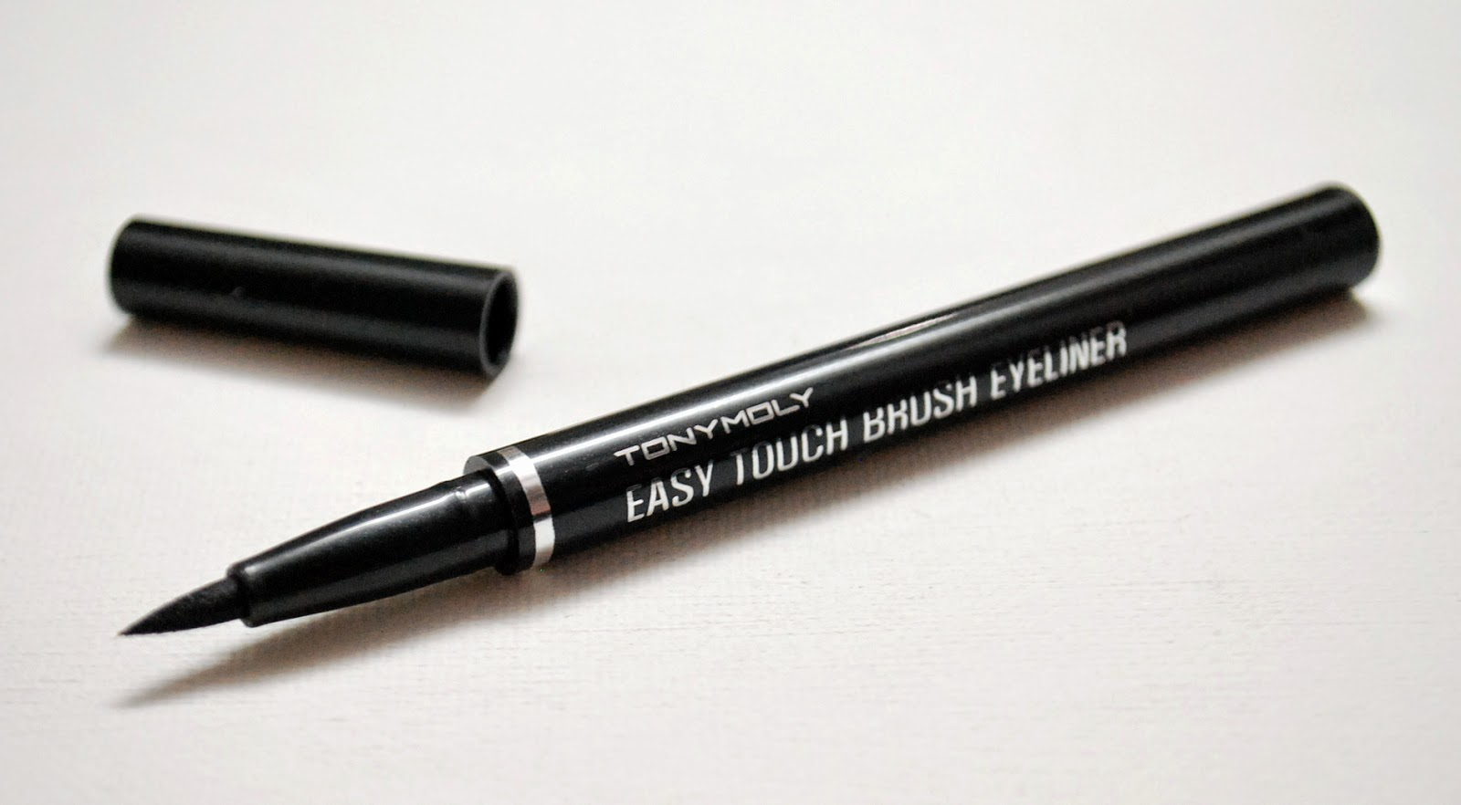Peachy Pink Sisters: Review : Tony Moly Easy Touch Brush Eyeliner