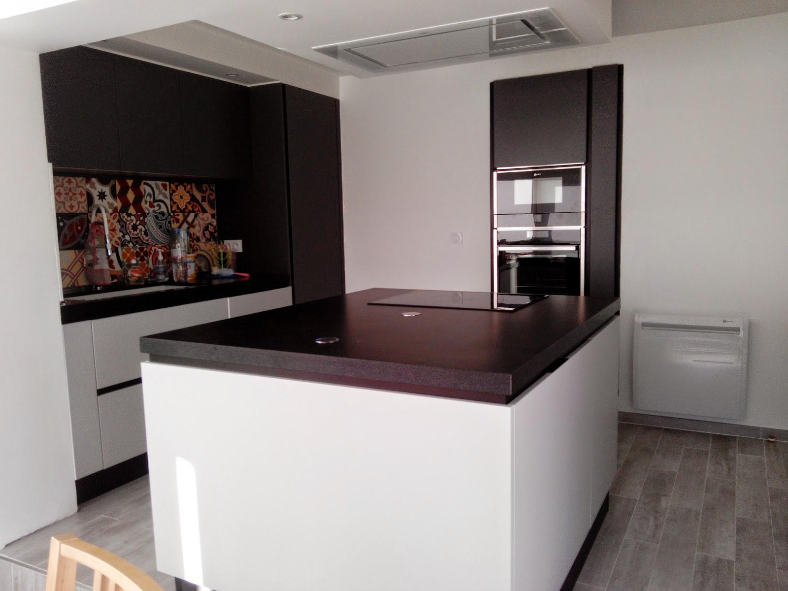 epaisseur plan de travail cuisine dcline avec un plan de travail silestone en 20 mm rhauss par. Black Bedroom Furniture Sets. Home Design Ideas