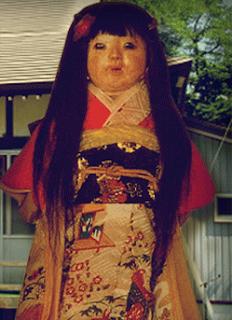 Menyeramkan!  Boneka Jepang ini Rambutnya Bisa Tumbuh Bertambah Panjang