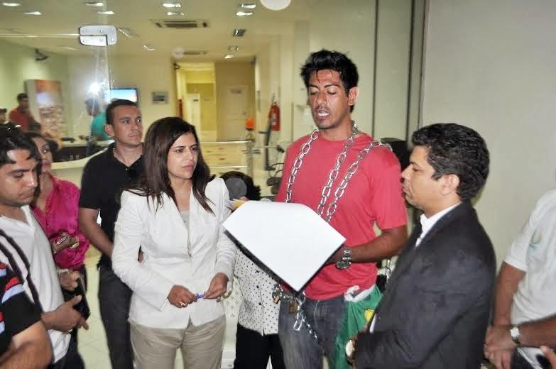 Comissão de direitos humanos recebe documentos contendo denúncia sobre o bloqueio da empresa Telexfree das mão de divulgador que protestava por justiça.