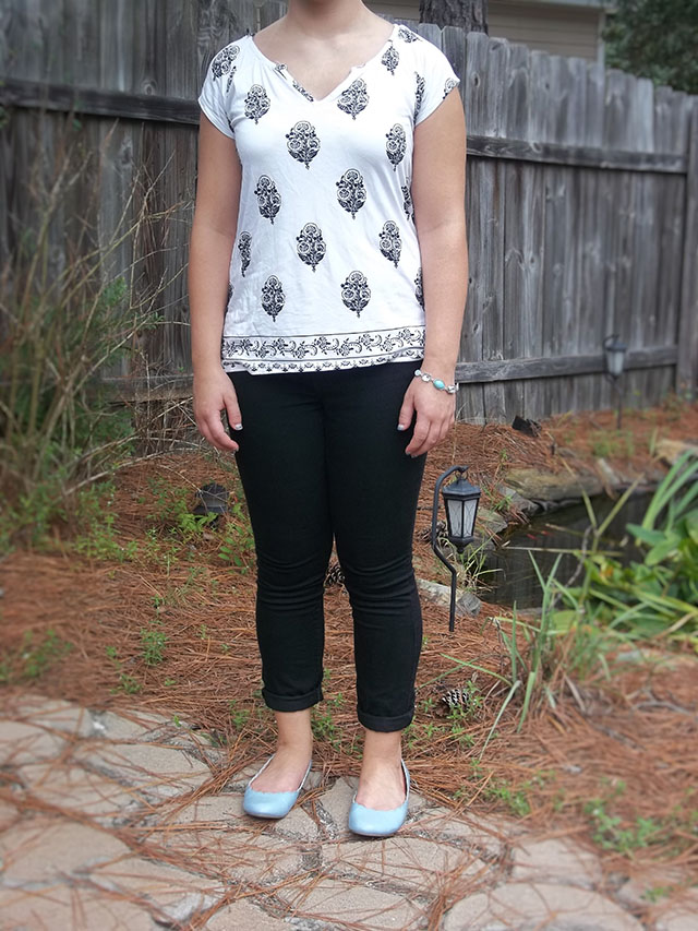 black and white damask top black skinny jeans blue flats blue bracelet fall outfit inspiration casual