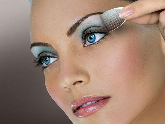 Вечерний макияж для голубых глаз дома