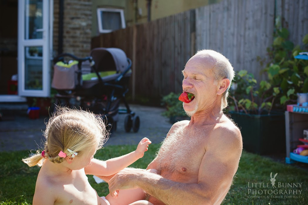 London Summer with grandpa   Child family Photography in East London