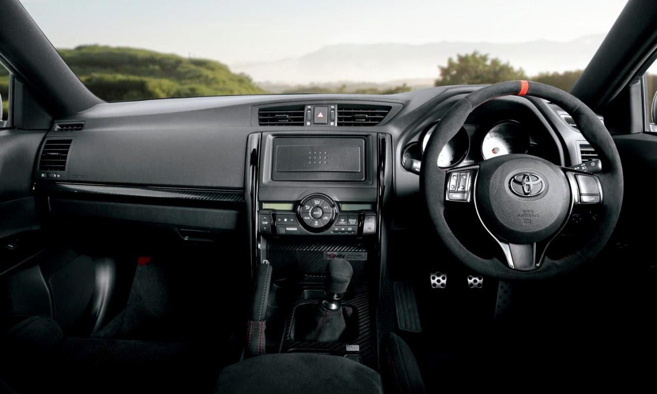لوحة القيادة لسيارة تويوتا Mark X GRMN 2015