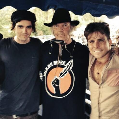 Neil Young mit Lukas und Micah Nelson
