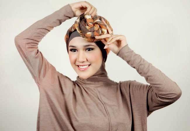 gambar cara memakai jilbab pashmina