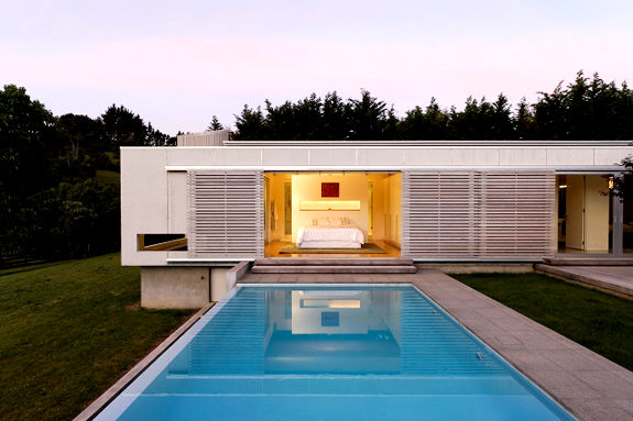 Craziest architecture 46 craziest homes from around the world for Pool design auckland