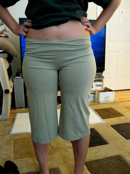 my thrifty chic: How to sew yoga pants from a t-shirt