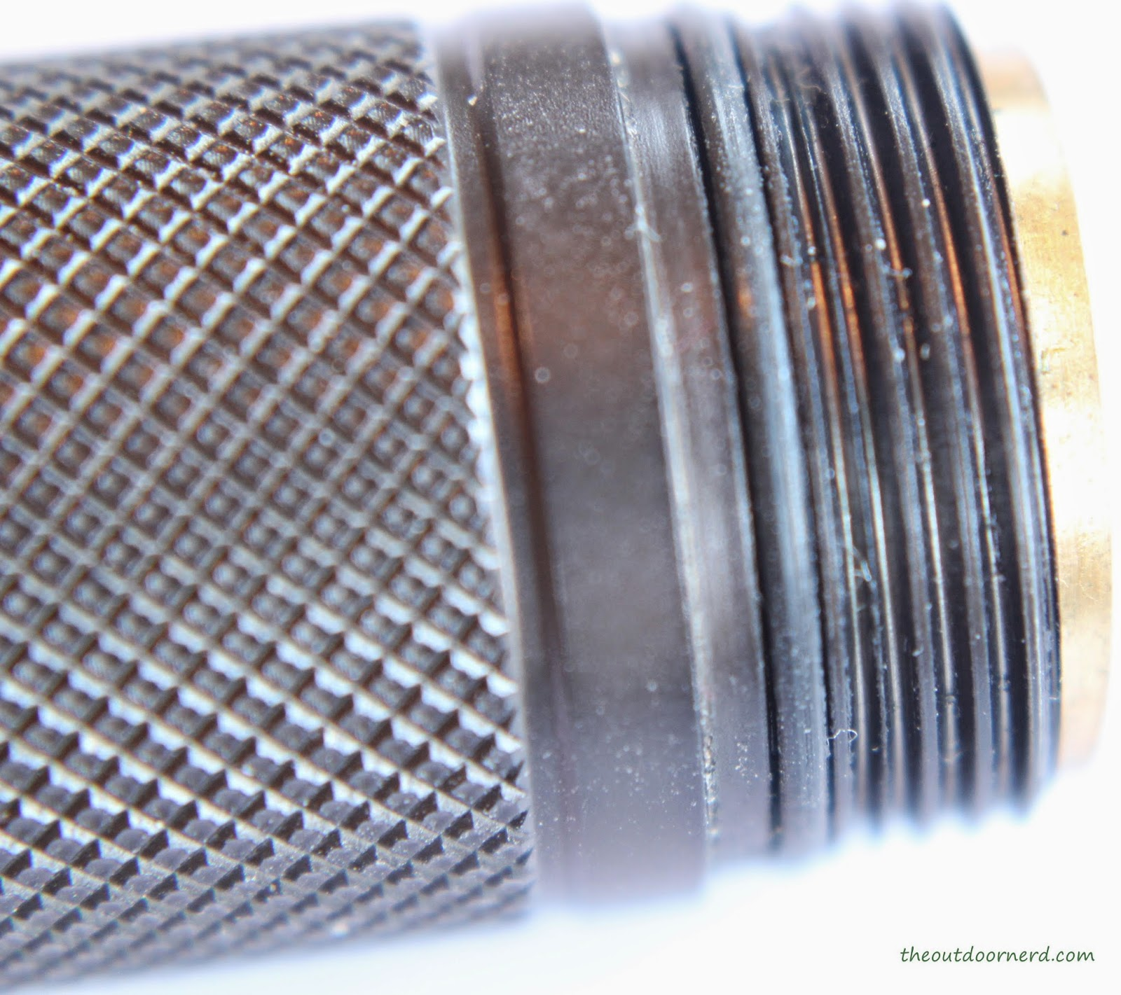 Nitecore Ex10 1xCR123A Flashlight : Closeup Of Tube Threads
