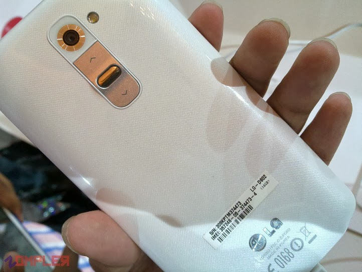 LG G2 Rear Button Hands on