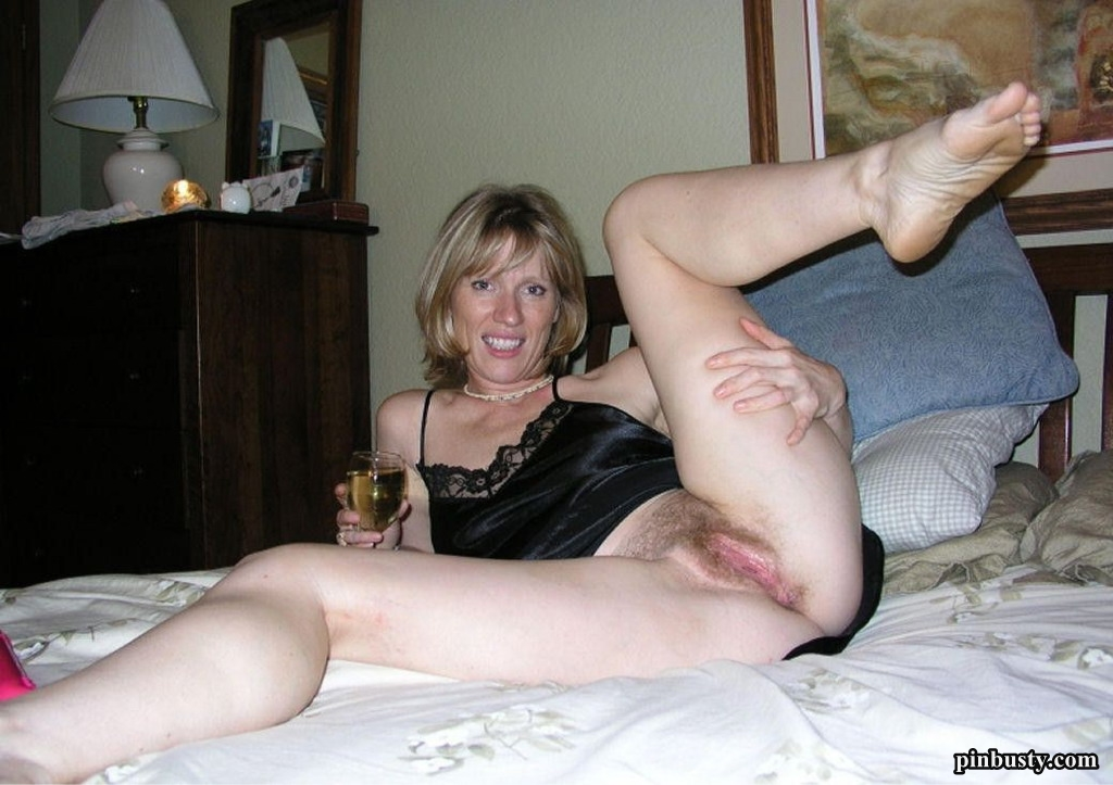 11 Pics Hot MILFs Show Pussy Naughty Mature Amateur