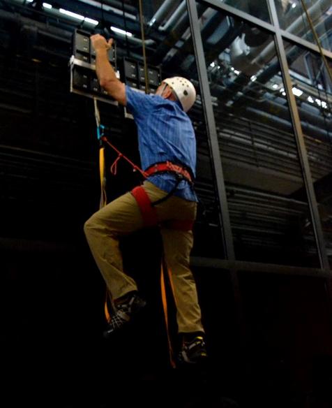 """""""Geckskin"""", Sarung Tangan Untuk Memanjat Layaknya Spiderman"""