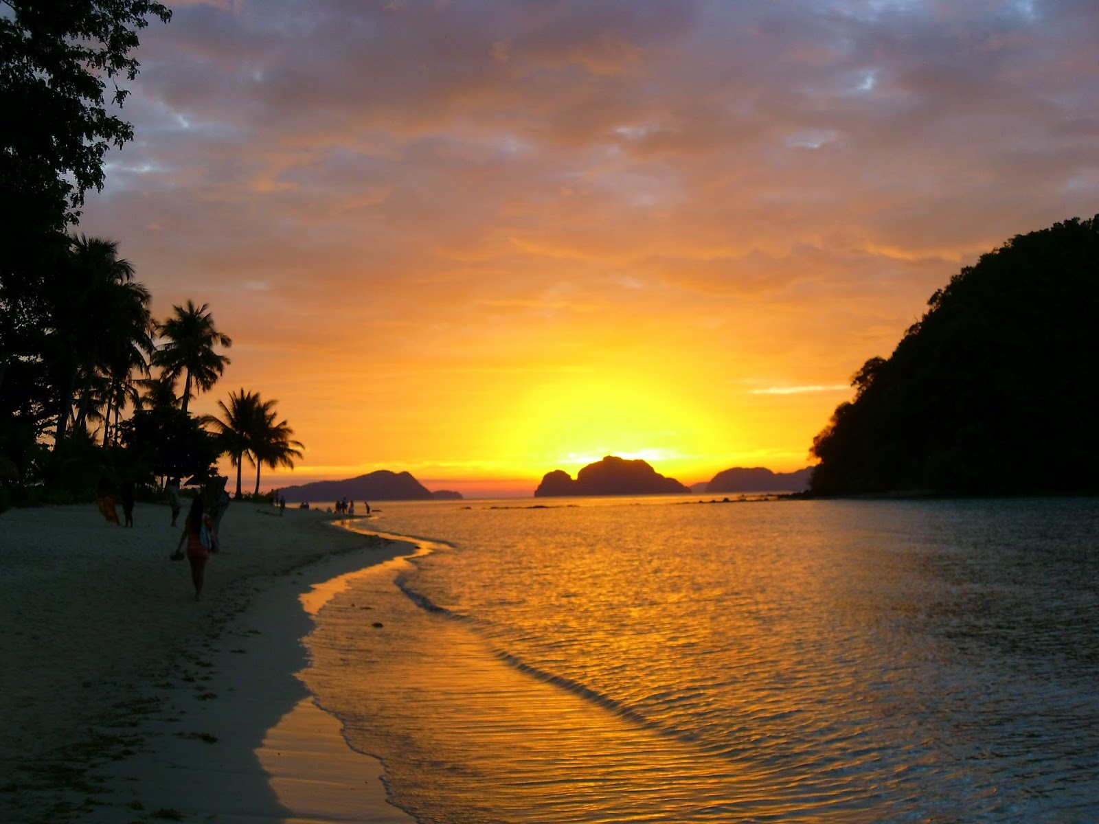 Pôr do sol na praia Las Cabañas - El Nido