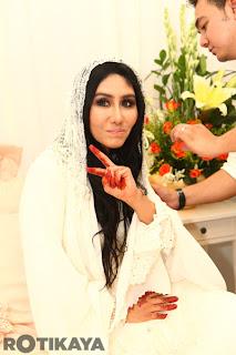 9 - Gambar Pernikahan Ella dan Azhar Ghazali