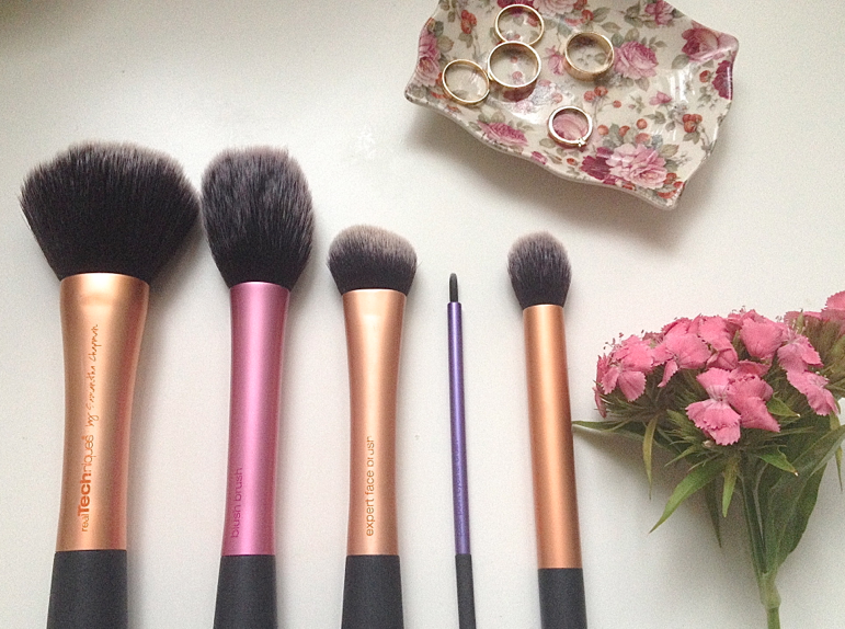 UK lifestyle blogger UK beauty blogger makeup brushes real techniques