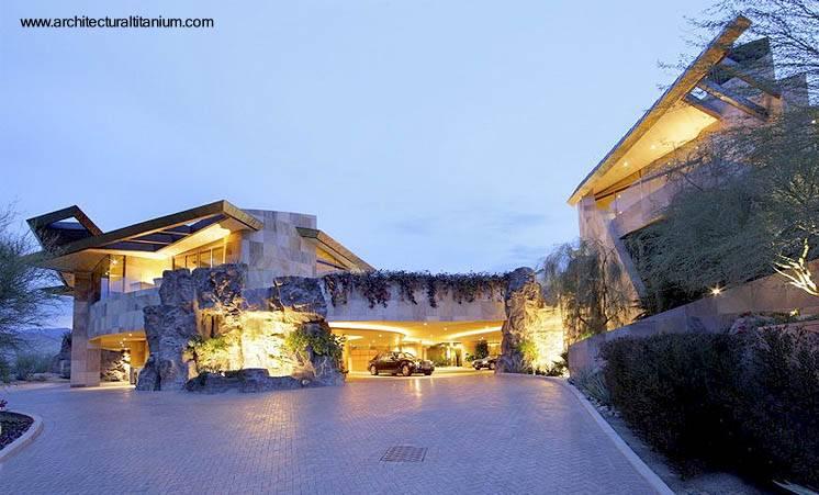 Arquitectura de Casas: Casa moderna cubierta por fuera de Titanio.