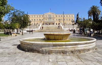 Όταν ο Σαμαράς λέει Σύνταγμα, εννοεί την πλατεία. Του Κώστα Βαξεβάνη