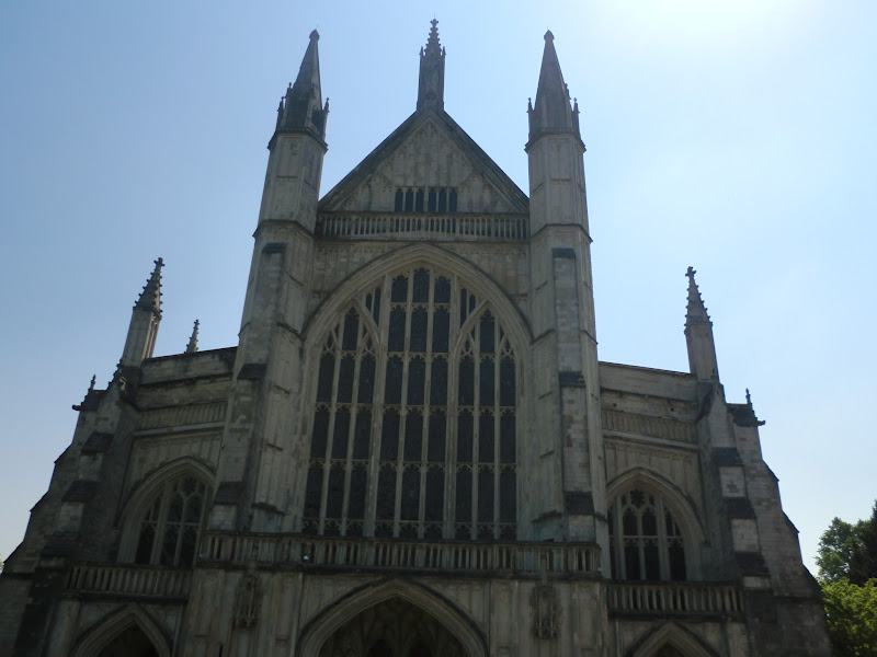 Fun women who travel winchester cathedral and the round table - Winchester cathedral round table ...