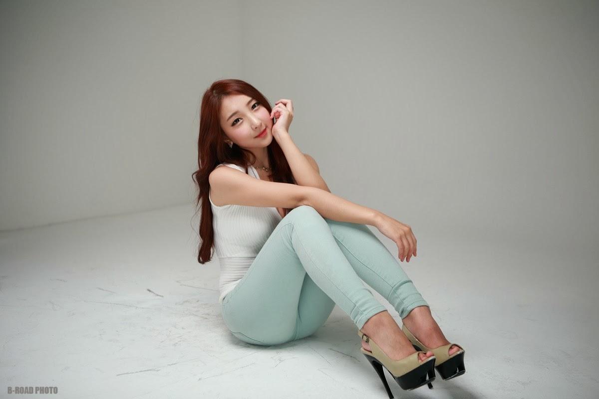 1 Mina - In Tight Blue Jeans - very cute asian girl-girlcute4u.blogspot.com