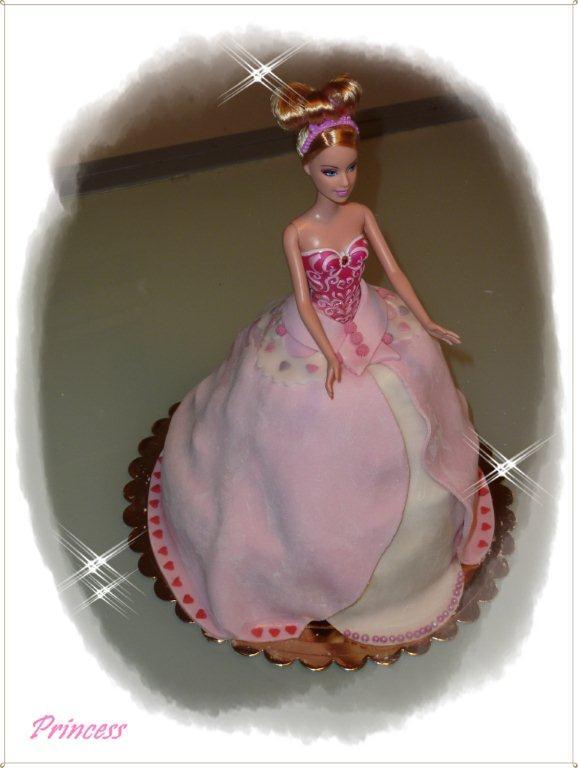 Un duplice regalo con la torta Barbie
