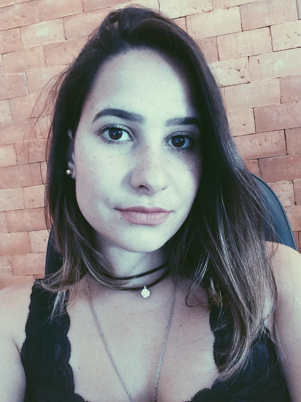 ♦ Claudia Simioni