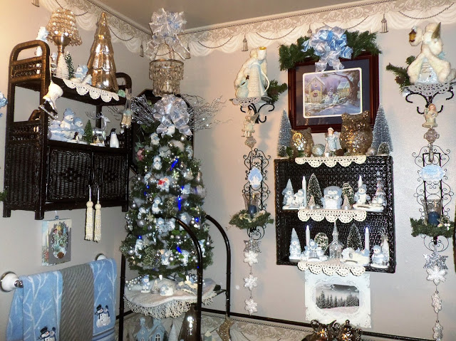 A Winter Wonerland in the Powder Room, Christmas Home Tour, 2017