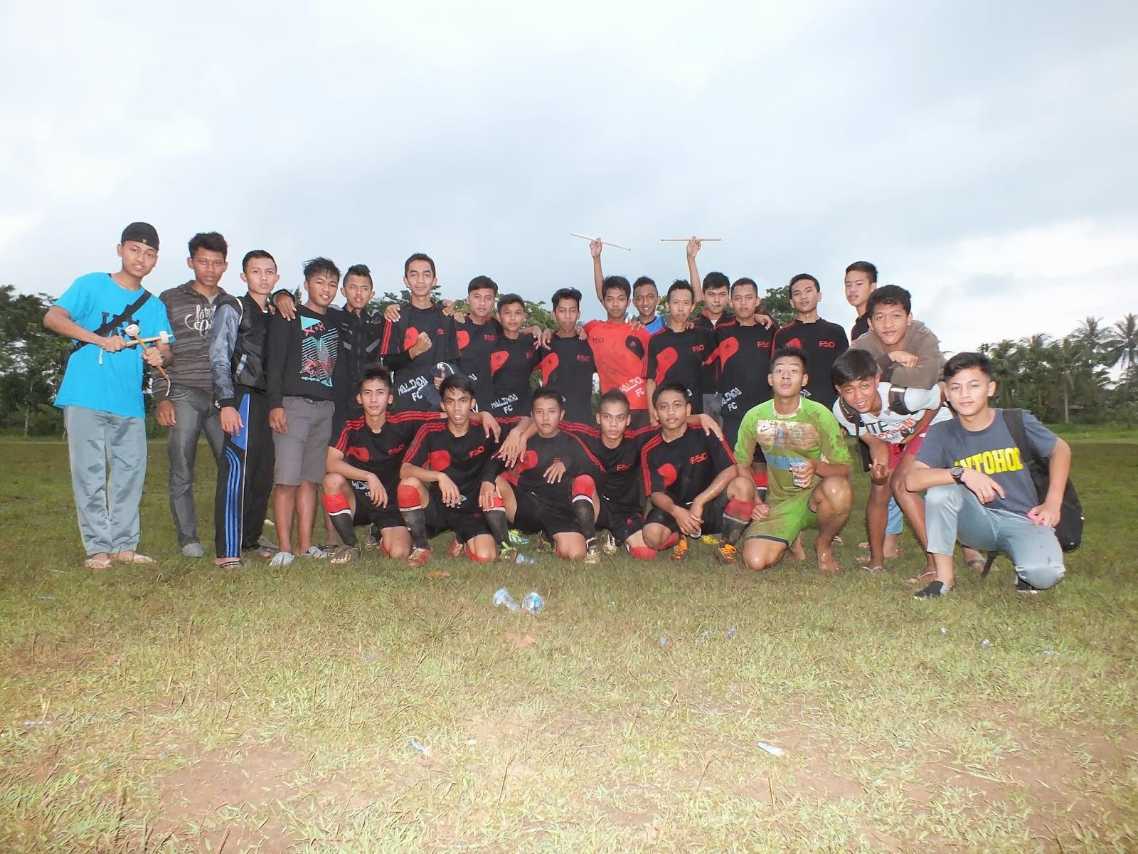 Poto bareng Team Sepak Bola MA Nurul Huda Kawali