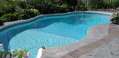 le r ve de vivre dans une ferme l 39 eau de la piscine. Black Bedroom Furniture Sets. Home Design Ideas