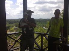 21.03.2010 Di puncak Gua Gomantong