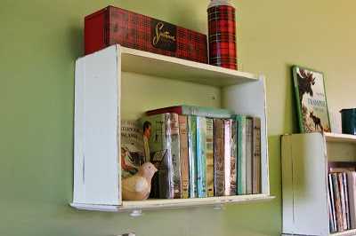 http://best-time-of-our-lives.blogspot.ca/2013/08/dresser-drawers-repurposed-into-shelves.html