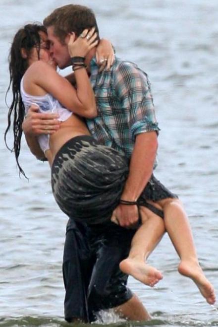 Miley Cyrus Kissing Her Boyfriend
