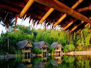 tempat wisata romantis kampung sampireun