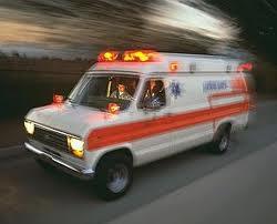Mulher tem alta do hospital e rouba uma ambulância.