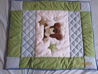 Edredon Bebê Patchwork - deiapatchwork.blogspot.com