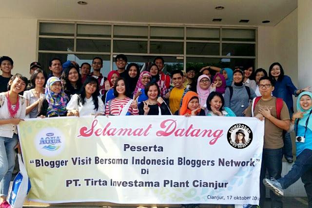 Photo Blogger bersama di Pabrik AQUA