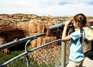 Tessa worked a pair of binoculars to get a closer look at the Betatakin dwelling (see pic above) at Betatakin Overlook at Navajo National Monument.