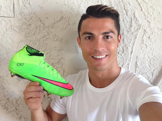 Cristiano Ronaldo will switch to the green Nike Mercurial Superfly  2014-2015 Football Boot in August 2014 ahead of the second La Liga match. a39c254fb4eab