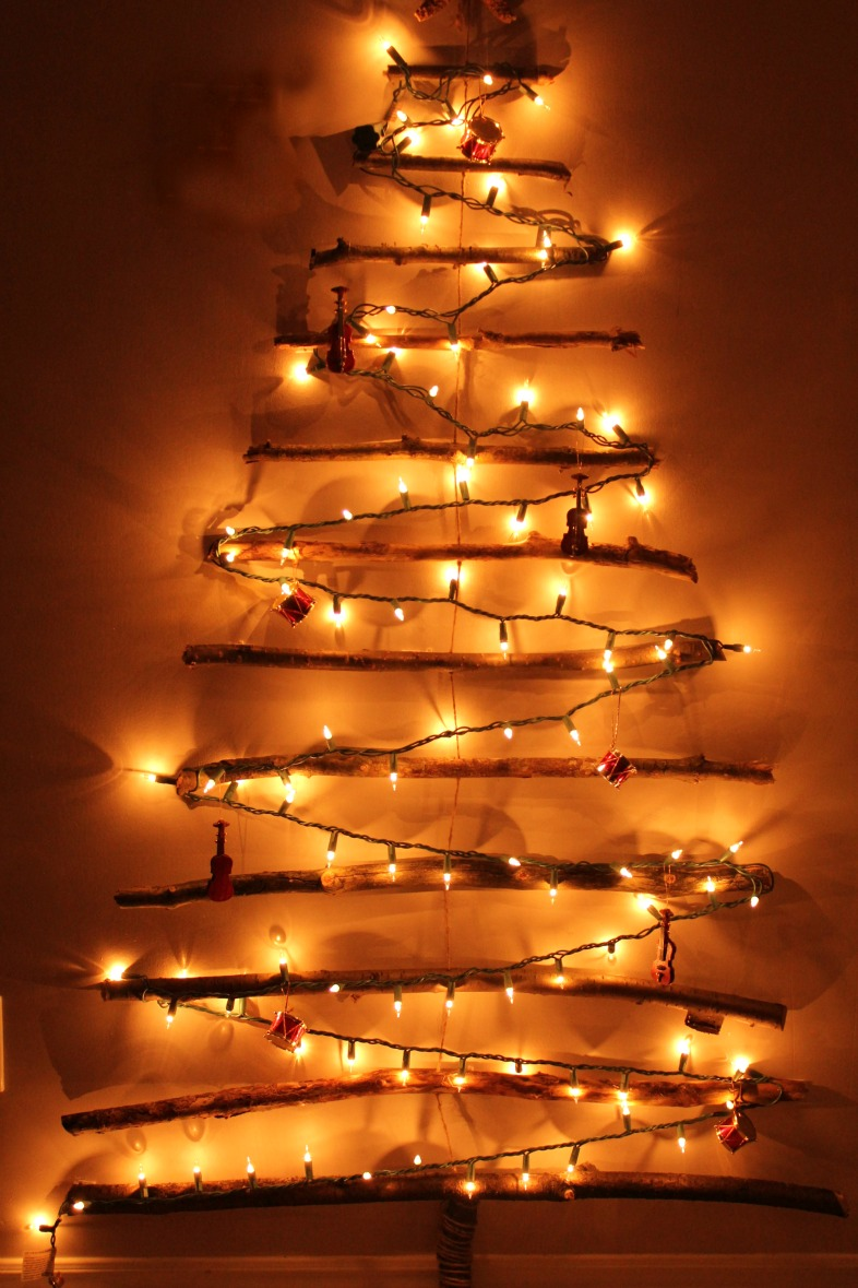 Wall With Christmas Lights : Turtles and Tails: Christmas Tree Off the Wall? No, It s on the Wall!