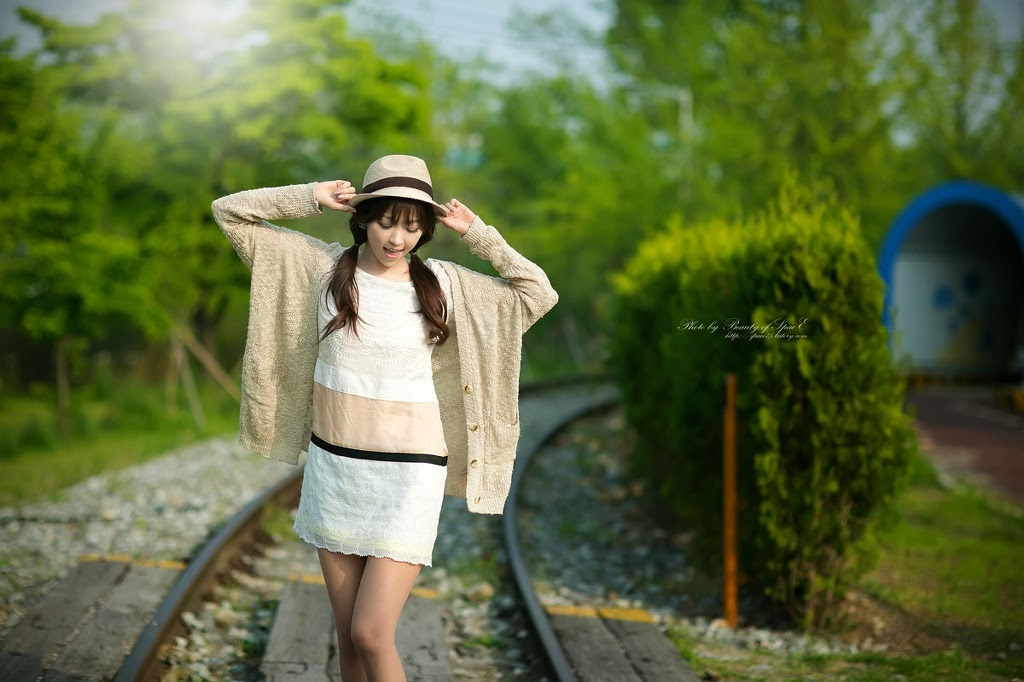 1 Lee Eun Hye - Tasteful On The Track & Trestle - very cute asian girl-girlcute4u.blogspot.com