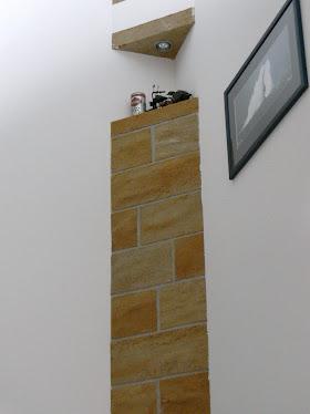 Haut d'un escalier eclairage d'angle vue dans systeme D janvier 2014